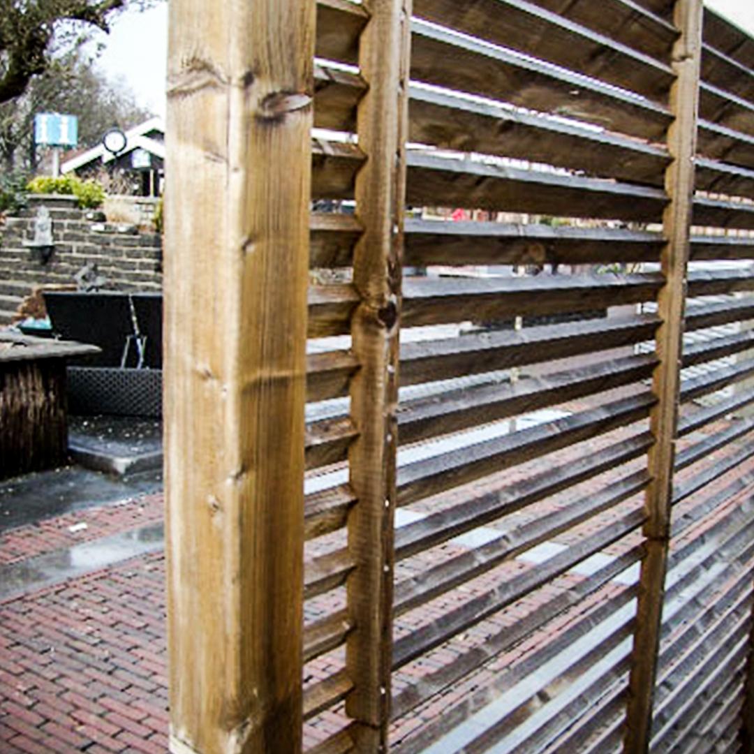 Stakit, plankeværk og pergola